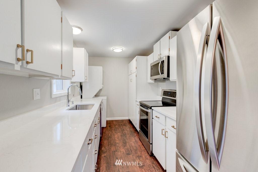 Sold Property   11515 Greenwood Avenue N #F Seattle, WA 98133 20