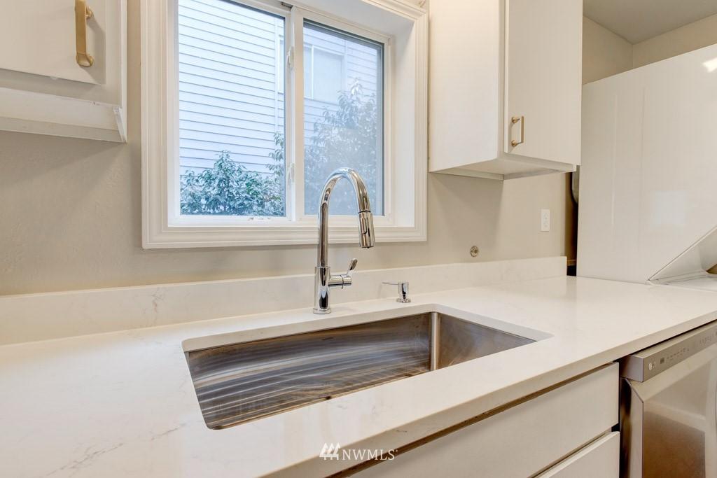 Sold Property   11515 Greenwood Avenue N #F Seattle, WA 98133 21