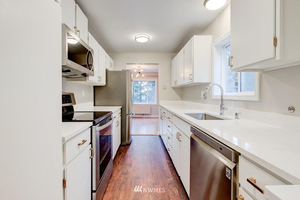 Sold Property   11515 Greenwood Avenue N #F Seattle, WA 98133 22