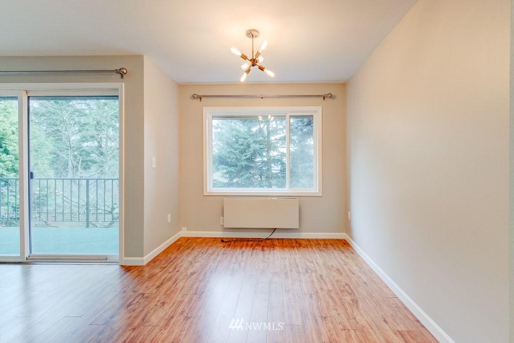 Sold Property   11515 Greenwood Avenue N #F Seattle, WA 98133 23