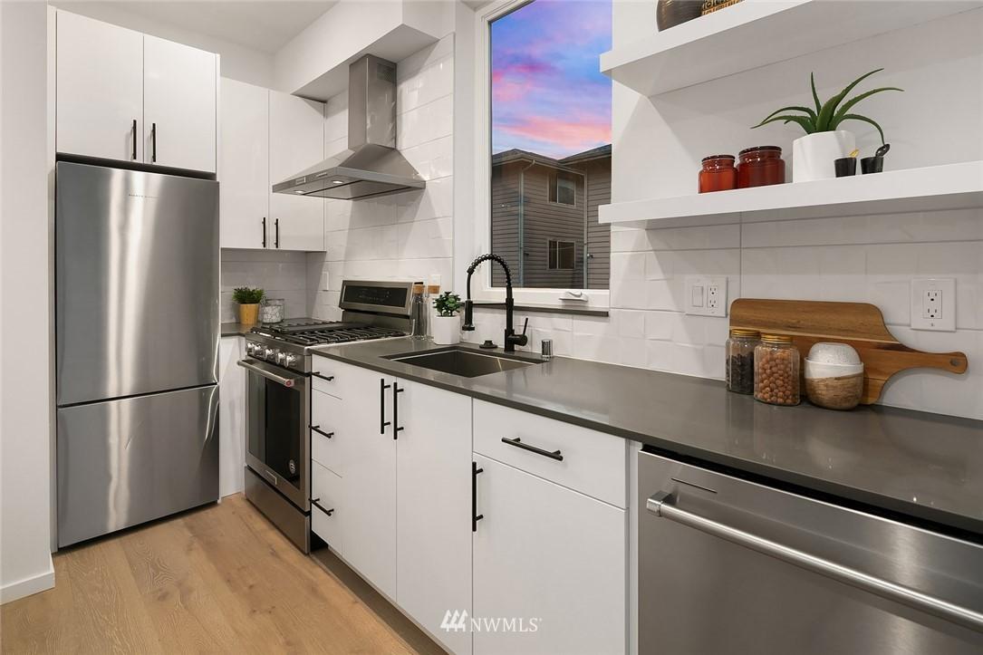 Sold Property   2610 E Yesler Way Seattle, WA 98122 10