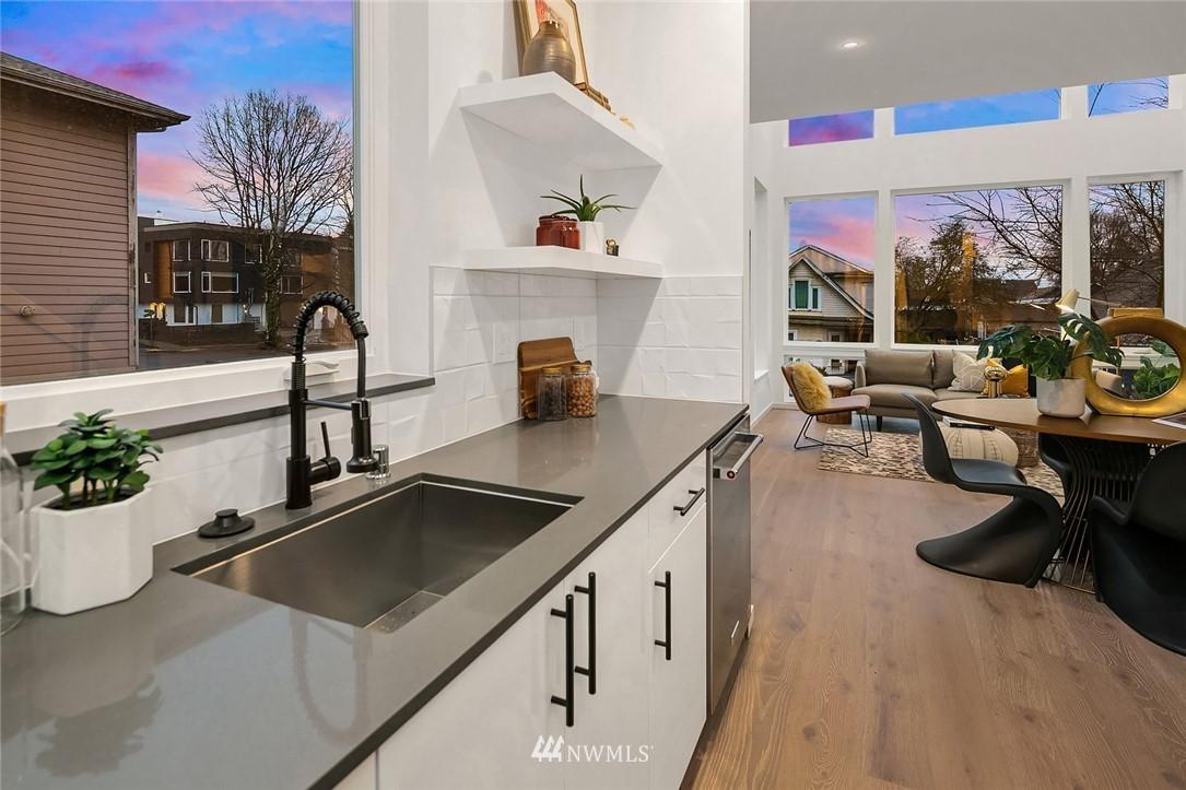 Sold Property   2610 E Yesler Way Seattle, WA 98122 11