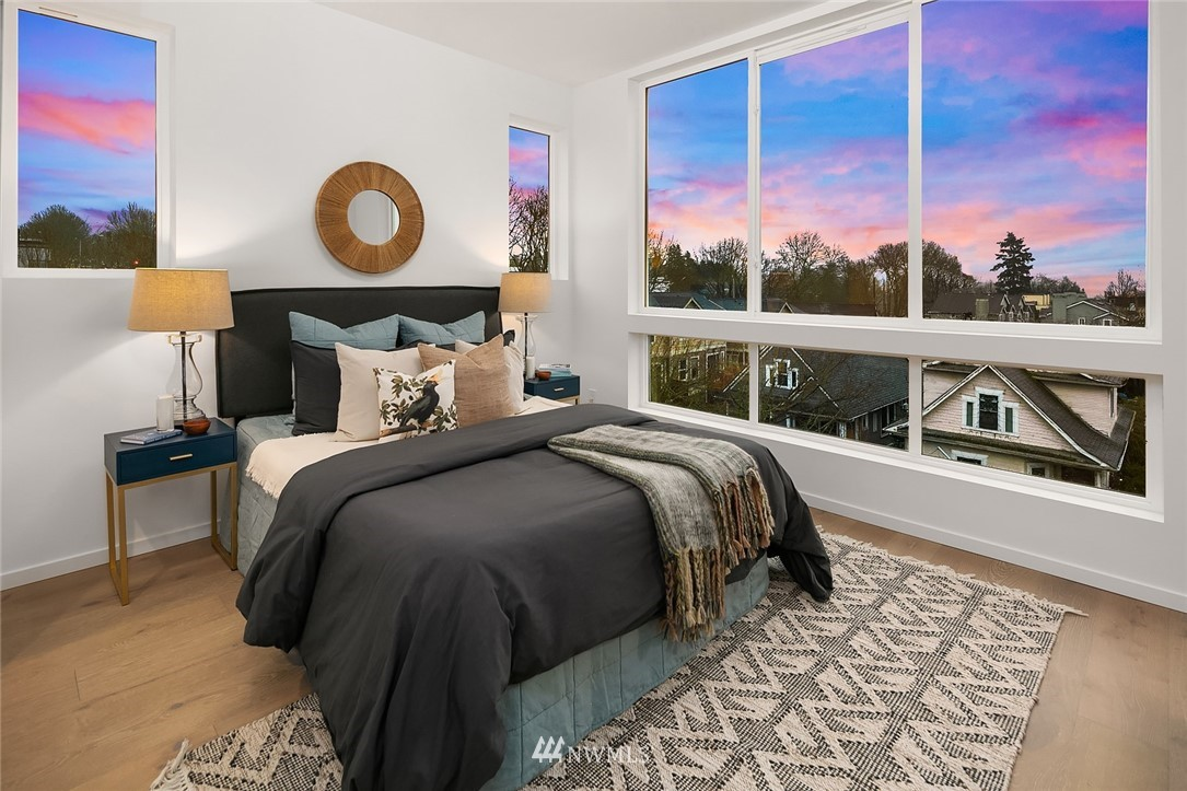 Sold Property   2610 E Yesler Way Seattle, WA 98122 12