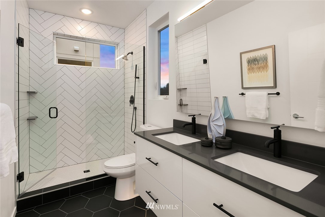 Sold Property   2610 E Yesler Way Seattle, WA 98122 14
