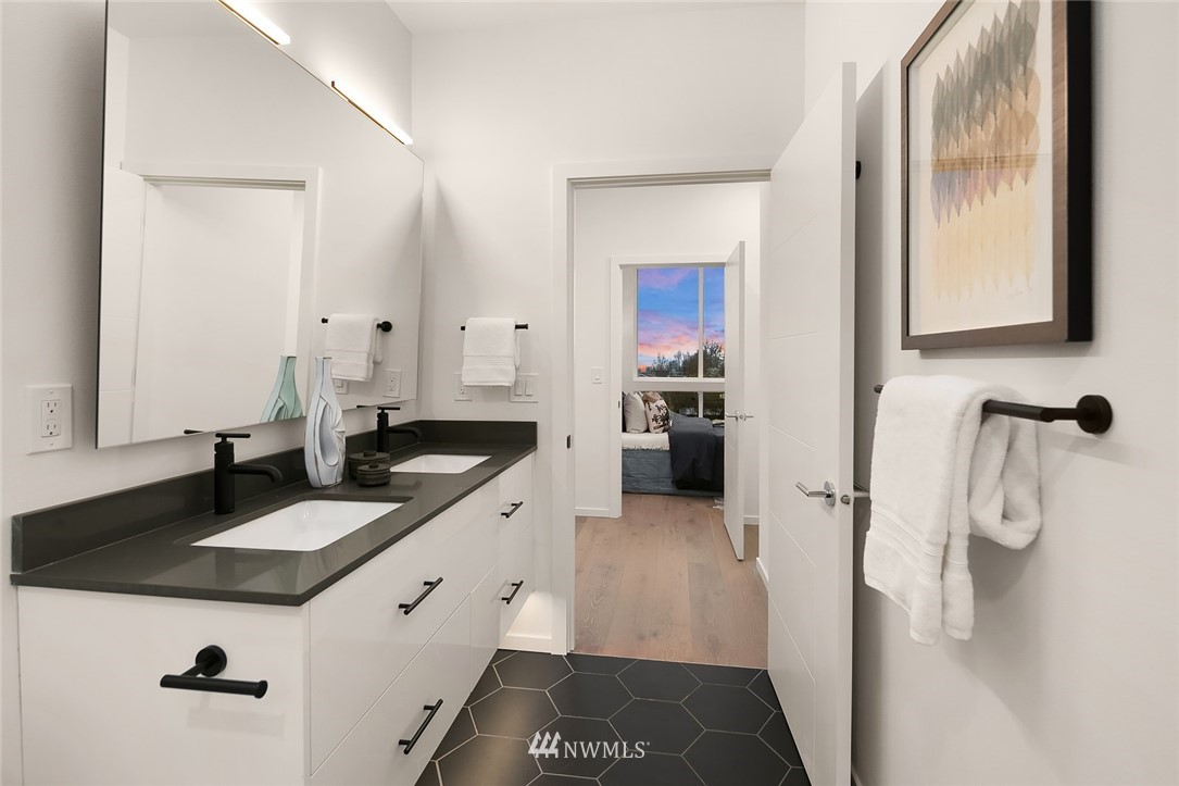 Sold Property   2610 E Yesler Way Seattle, WA 98122 15
