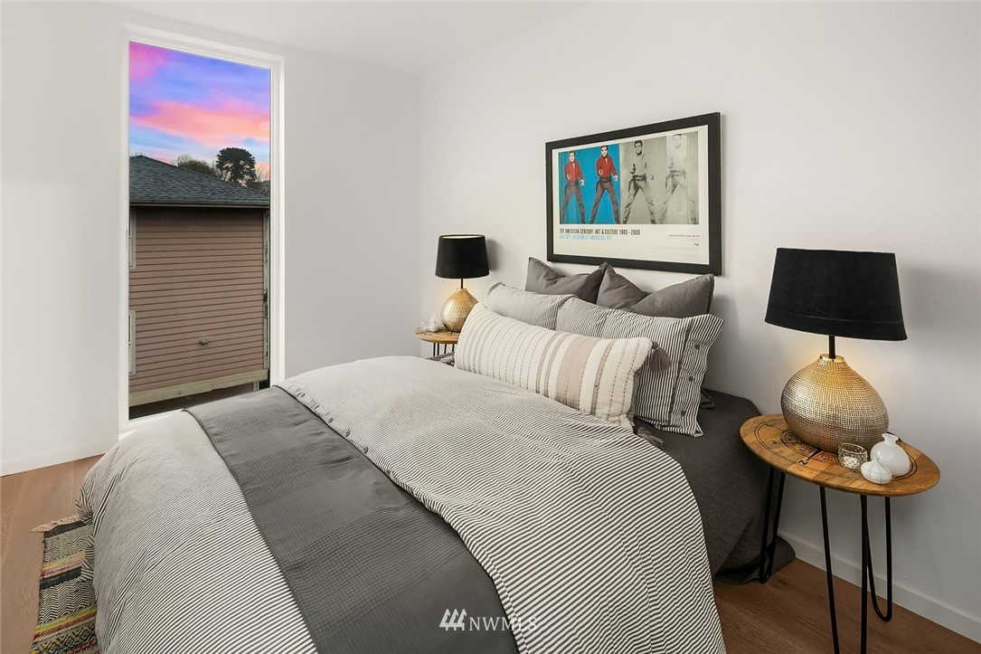 Sold Property   2610 E Yesler Way Seattle, WA 98122 17
