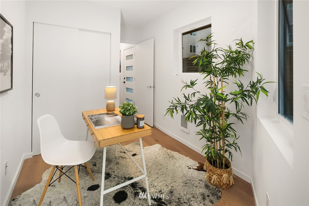 Sold Property   2610 E Yesler Way Seattle, WA 98122 21