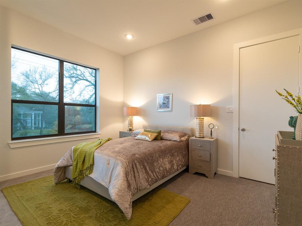 Active   614 Thornton Oaks Lane Houston, Texas 77018 16