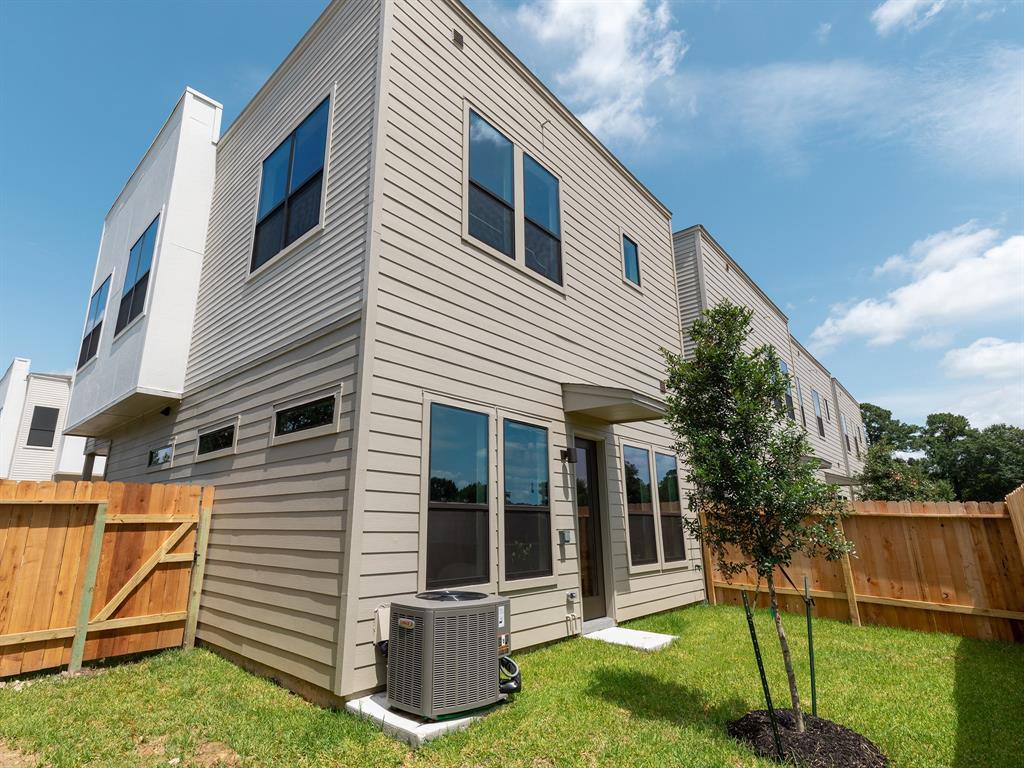 Active   614 Thornton Oaks Lane Houston, Texas 77018 5