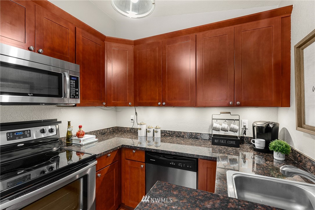 Sold Property   19725 76th Avenue W #6B Lynnwood, WA 98036 11