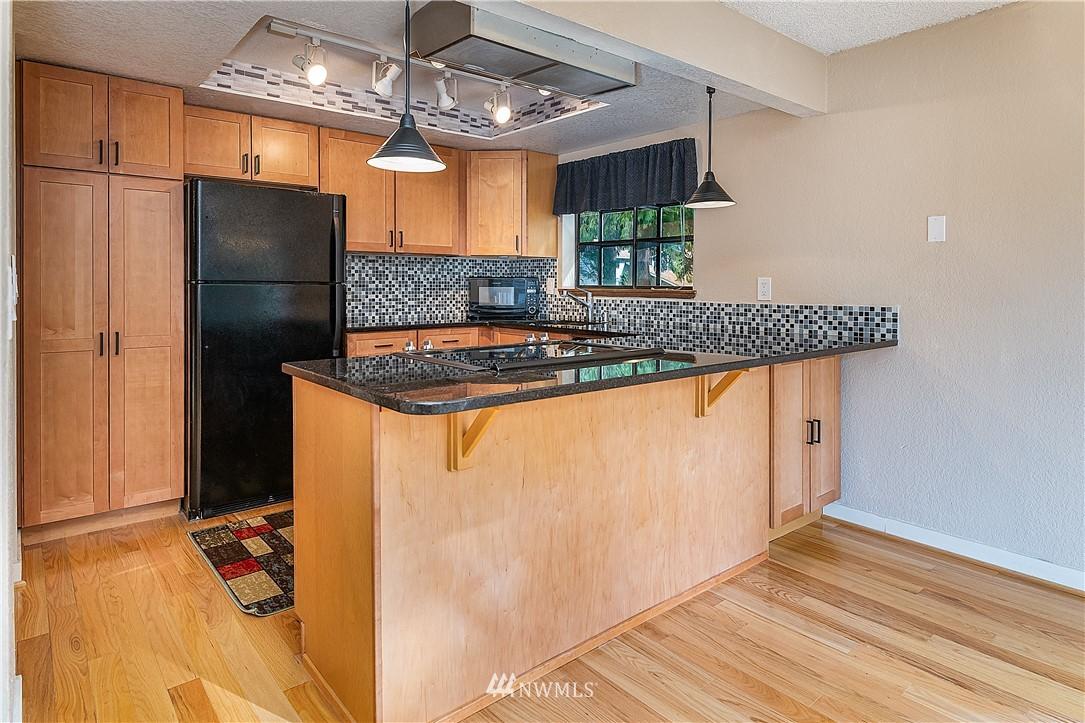 Sold Property | 19215 40th Avenue W #C6 Lynnwood, WA 98036 3