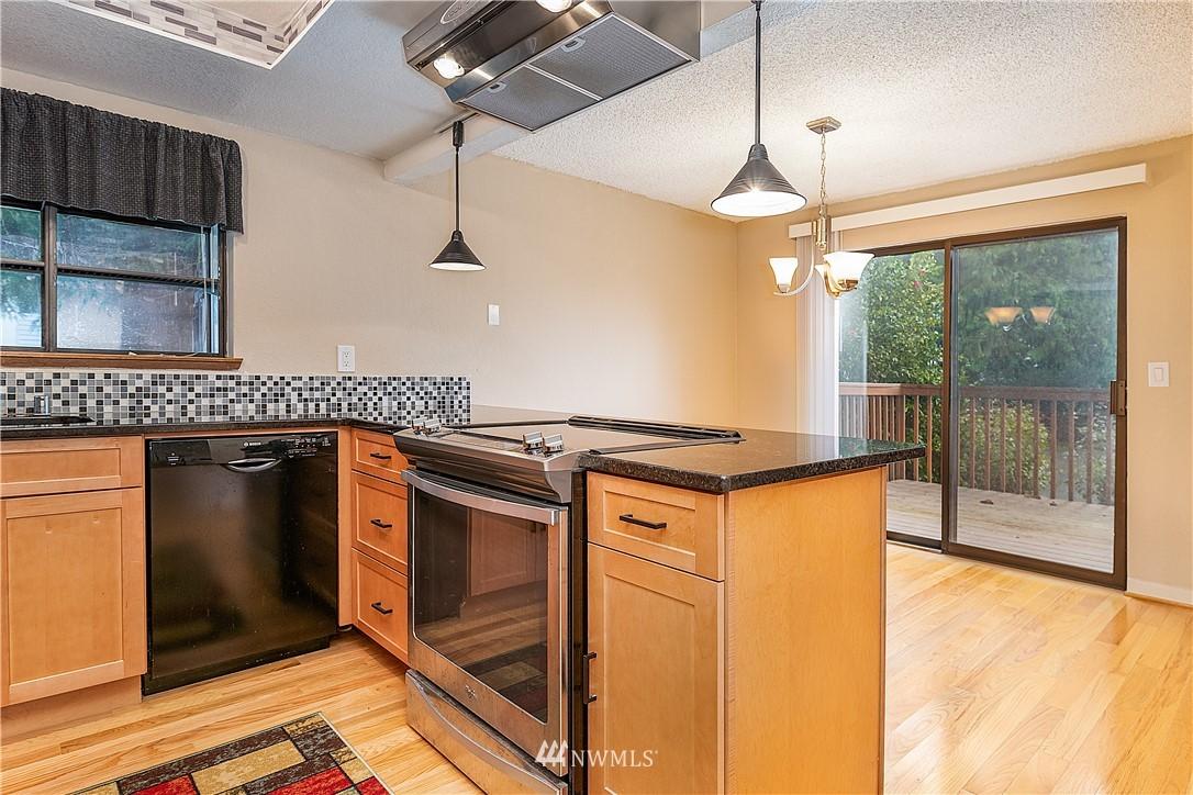 Sold Property | 19215 40th Avenue W #C6 Lynnwood, WA 98036 4