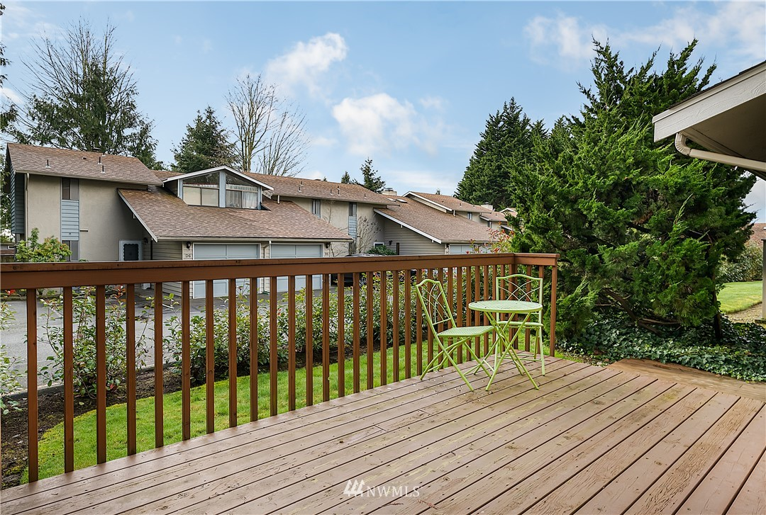 Sold Property | 19215 40th Avenue W #C6 Lynnwood, WA 98036 17