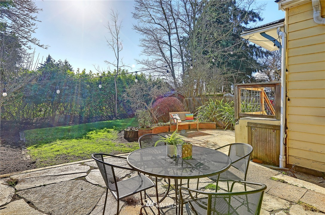 Sold Property   3007 NW 70th Street Seattle, WA 98117 17