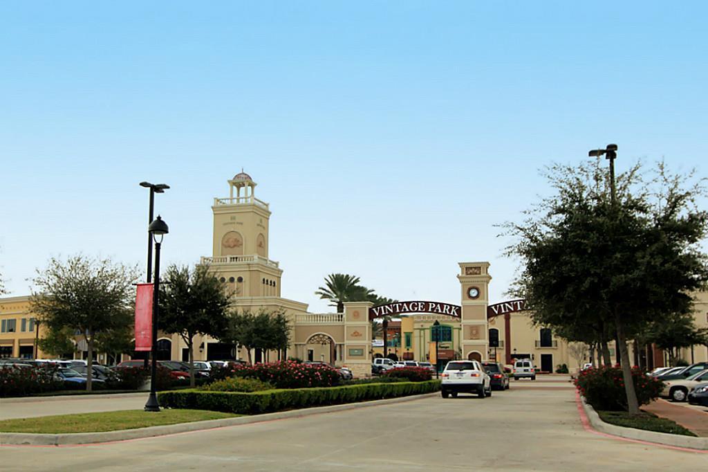 Off Market | 9110 Solvista Pass Lane Houston, Texas 77070 23