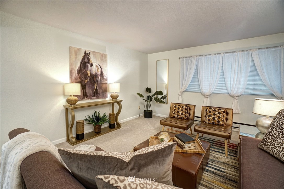 Sold Property | 8747 Phinney Avenue N #3 Seattle, WA 98103 4