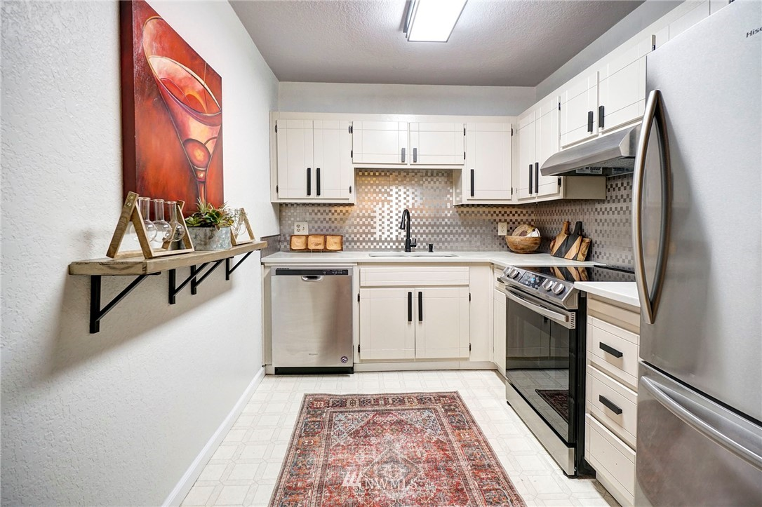 Sold Property | 8747 Phinney Avenue N #3 Seattle, WA 98103 10