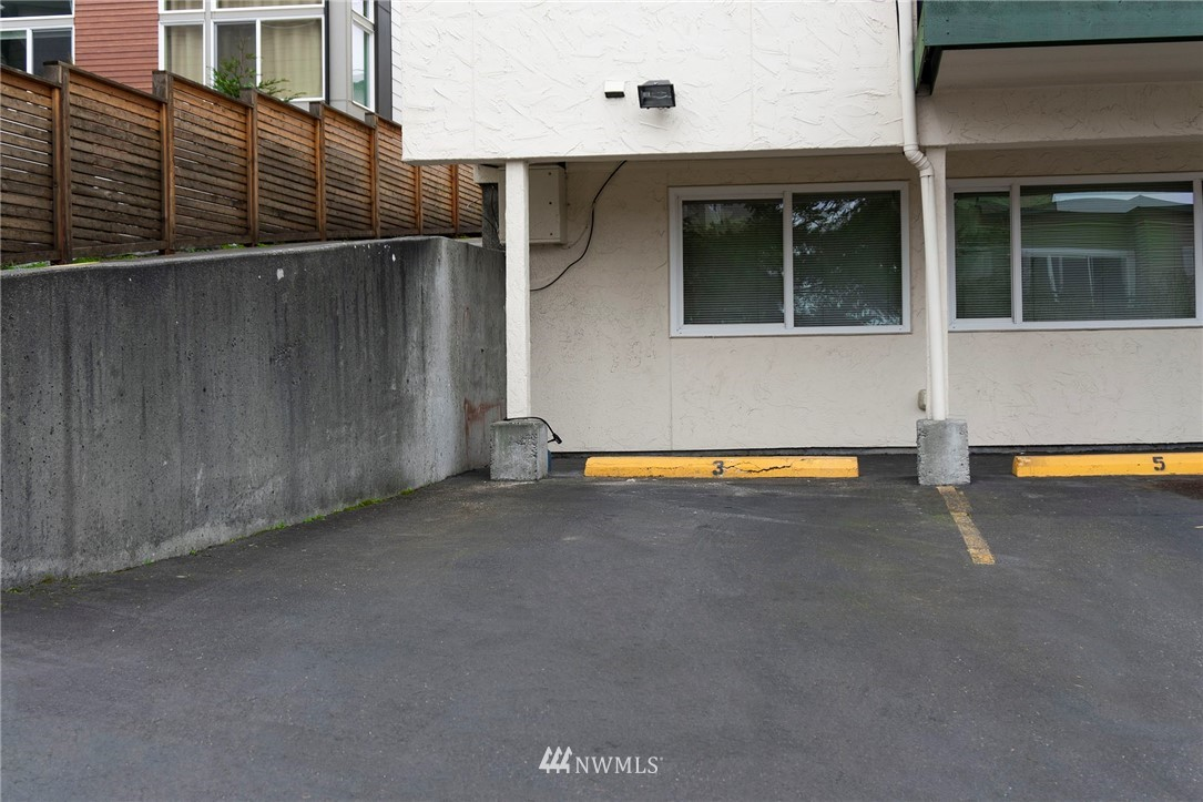 Sold Property | 8747 Phinney Avenue N #3 Seattle, WA 98103 19
