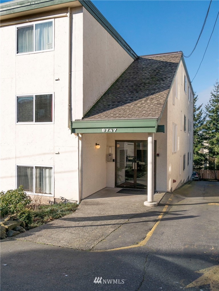 Sold Property | 8747 Phinney Avenue N #3 Seattle, WA 98103 21
