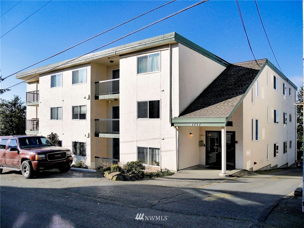 Sold Property | 8747 Phinney Avenue N #3 Seattle, WA 98103 20