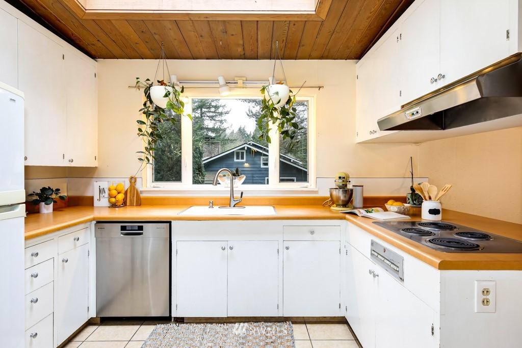 Sold Property | 3514 NE 187th Street Lake Forest Park, WA 98155 4