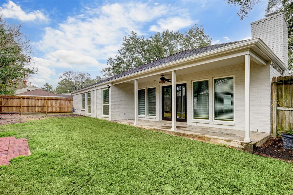 Renovated Home in Briargrove Park | 10334 Lynbrook Hollow Street Houston, Texas 77042 35