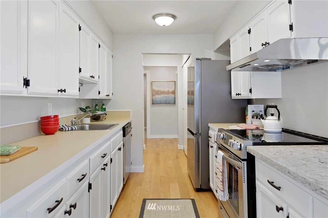 Sold Property | 5711 Phinney Avenue N #103 Seattle, WA 98103 2