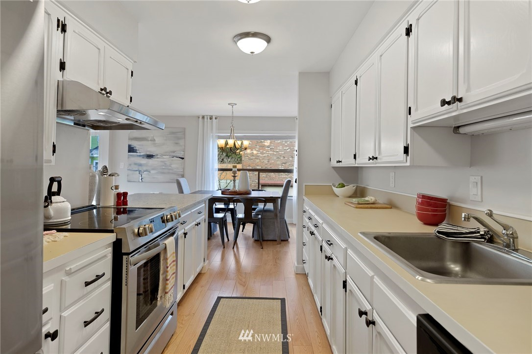 Sold Property | 5711 Phinney Avenue N #103 Seattle, WA 98103 3