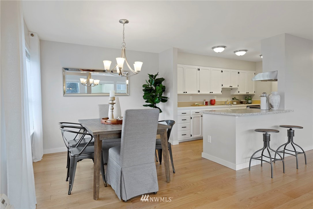 Sold Property | 5711 Phinney Avenue N #103 Seattle, WA 98103 4