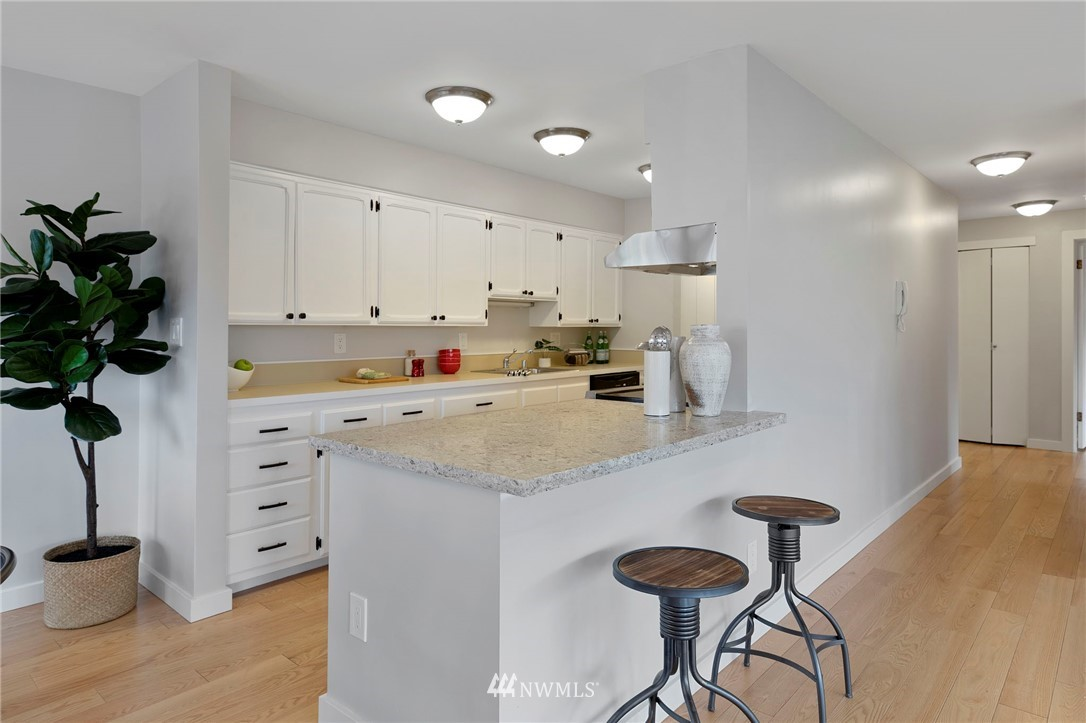 Sold Property | 5711 Phinney Avenue N #103 Seattle, WA 98103 5