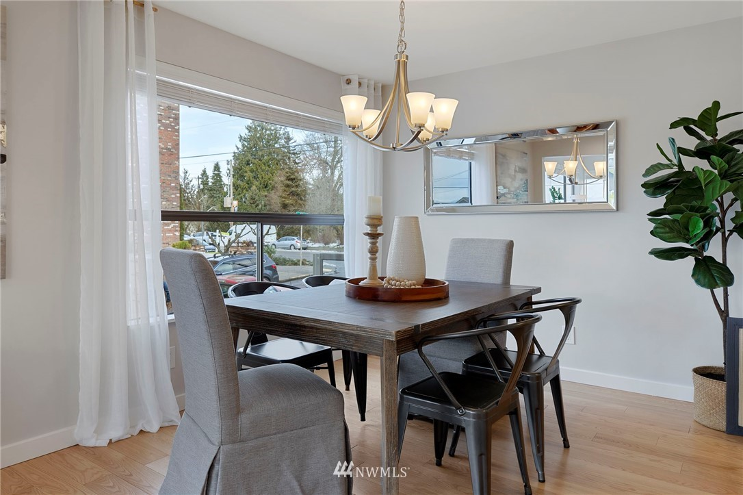 Sold Property | 5711 Phinney Avenue N #103 Seattle, WA 98103 7