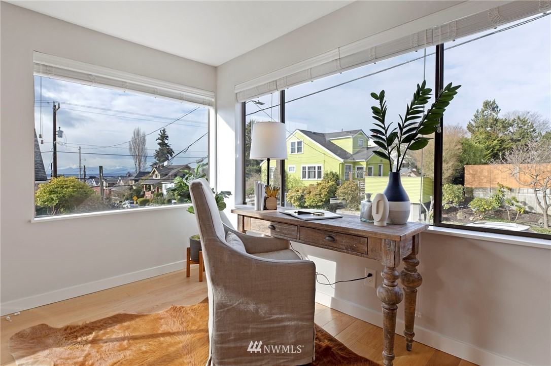 Sold Property | 5711 Phinney Avenue N #103 Seattle, WA 98103 11