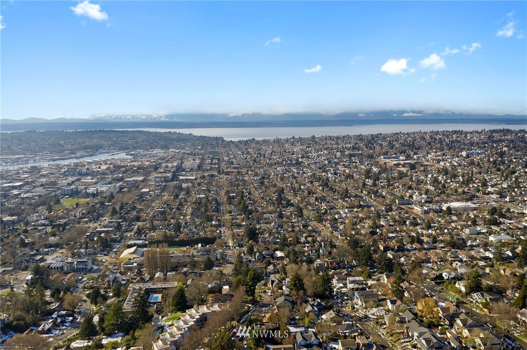 Sold Property | 5711 Phinney Avenue N #103 Seattle, WA 98103 19