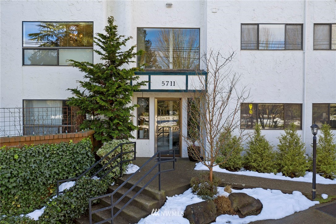 Sold Property | 5711 Phinney Avenue N #103 Seattle, WA 98103 23