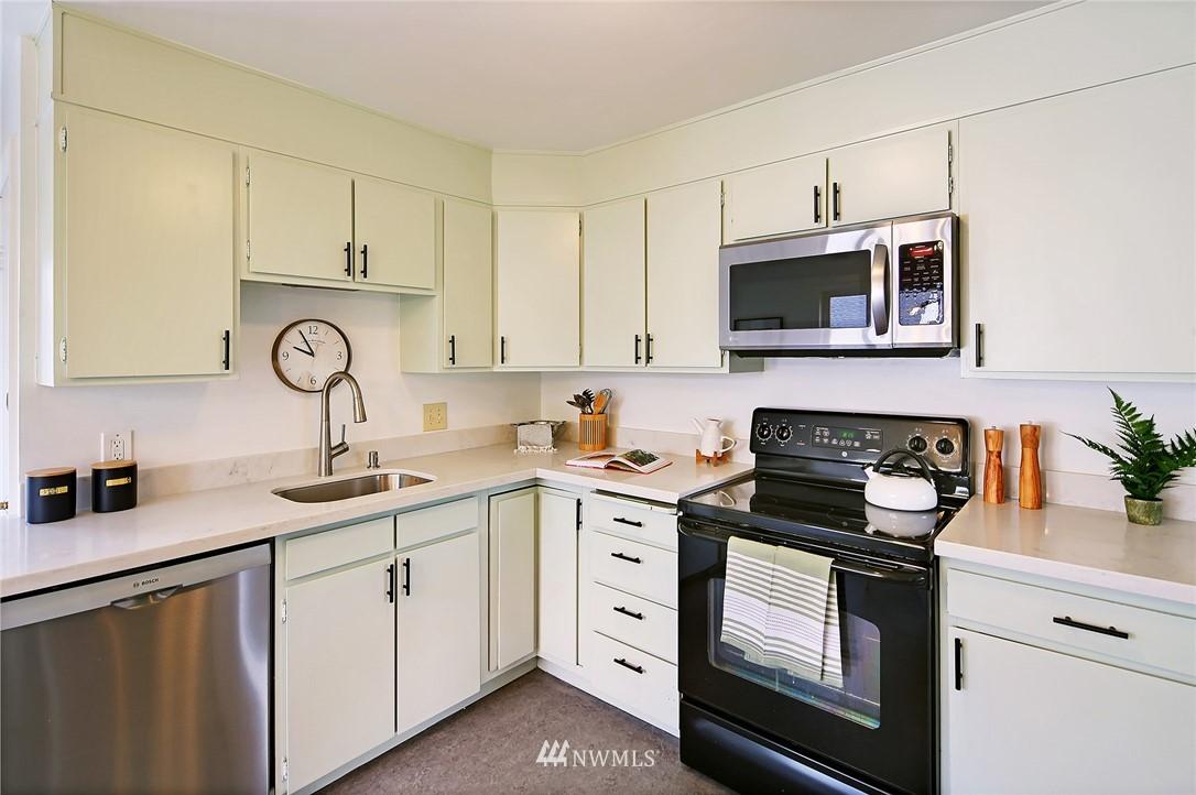 Sold Property | 8006 Earl Avenue NW Seattle, WA 98117 5
