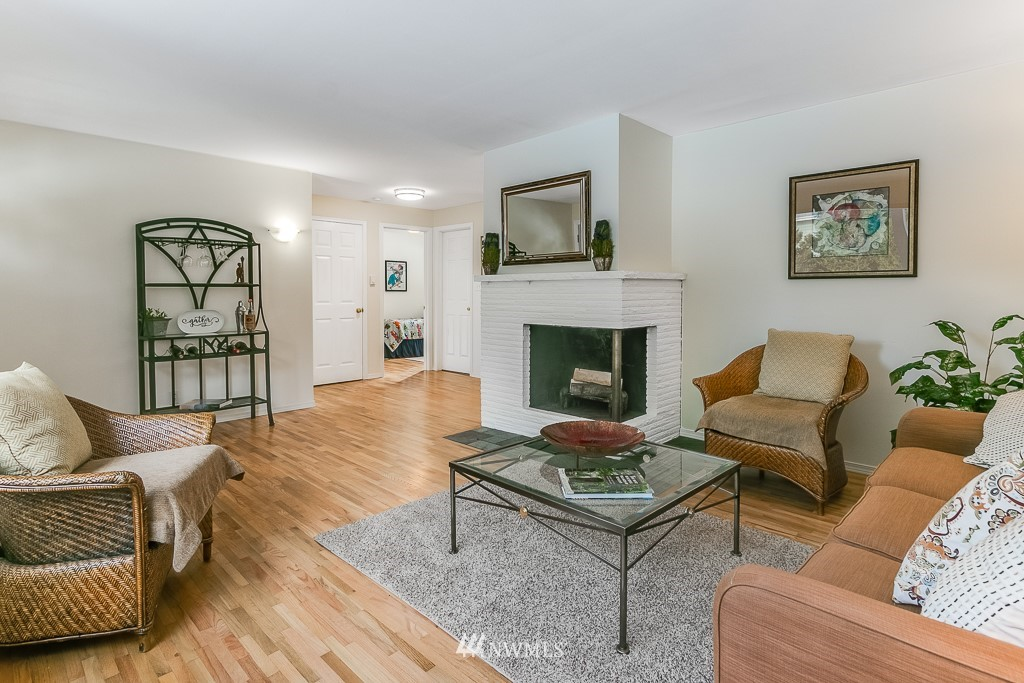 Sold Property | 1005 NE 126th Street Seattle, WA 98125 3