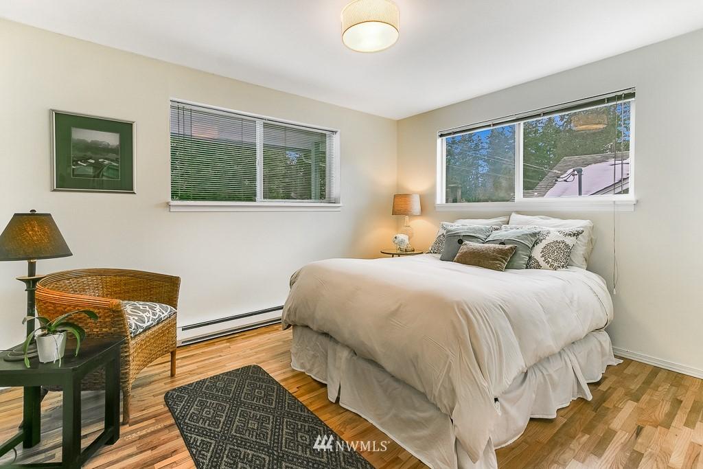 Sold Property | 1005 NE 126th Street Seattle, WA 98125 8