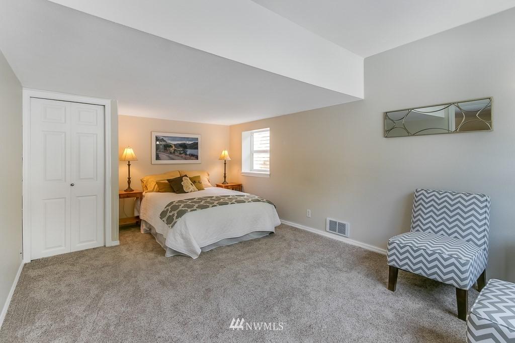 Sold Property | 1005 NE 126th Street Seattle, WA 98125 11