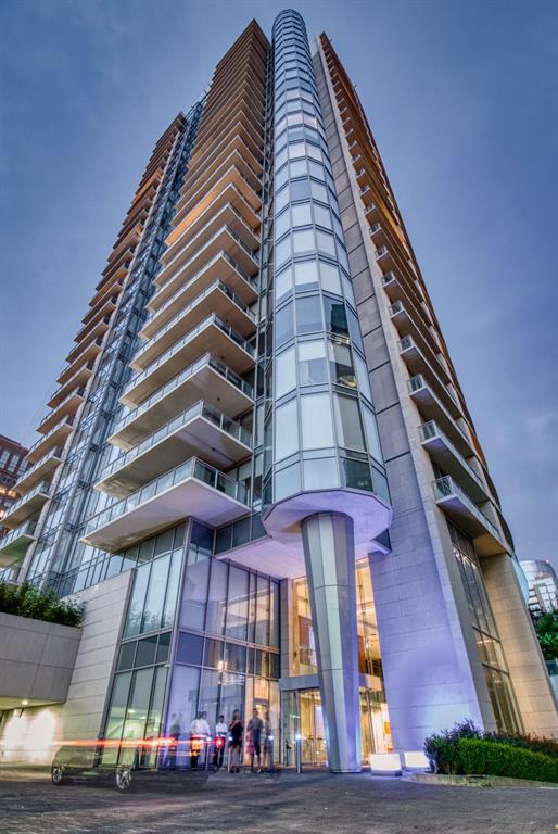 Active Option Contract   2900 Mckinnon Street #404 Dallas, Texas 75201 0