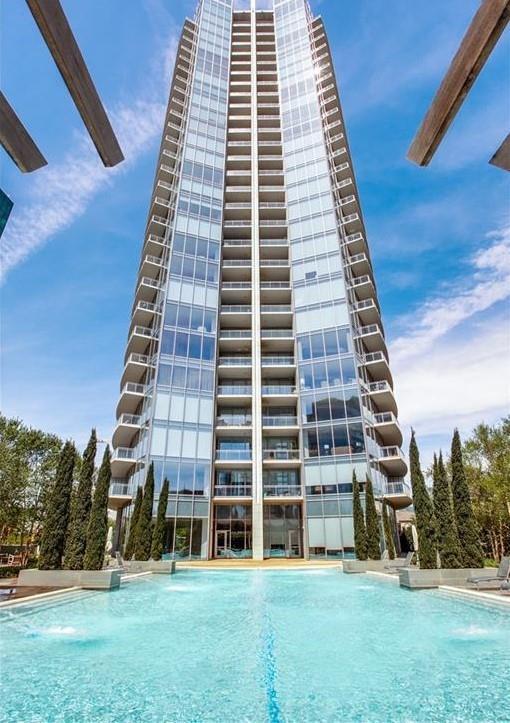 Active Option Contract   2900 Mckinnon Street #404 Dallas, Texas 75201 10