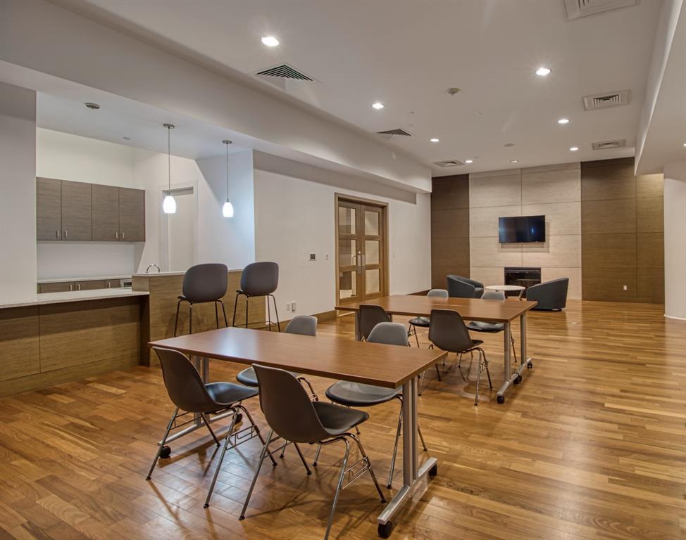 Active Option Contract   2900 Mckinnon Street #404 Dallas, Texas 75201 4