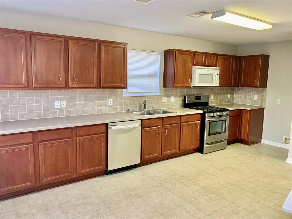 Off Market | 8106 Sanders Glen Lane Lane Humble, Texas 77338 4