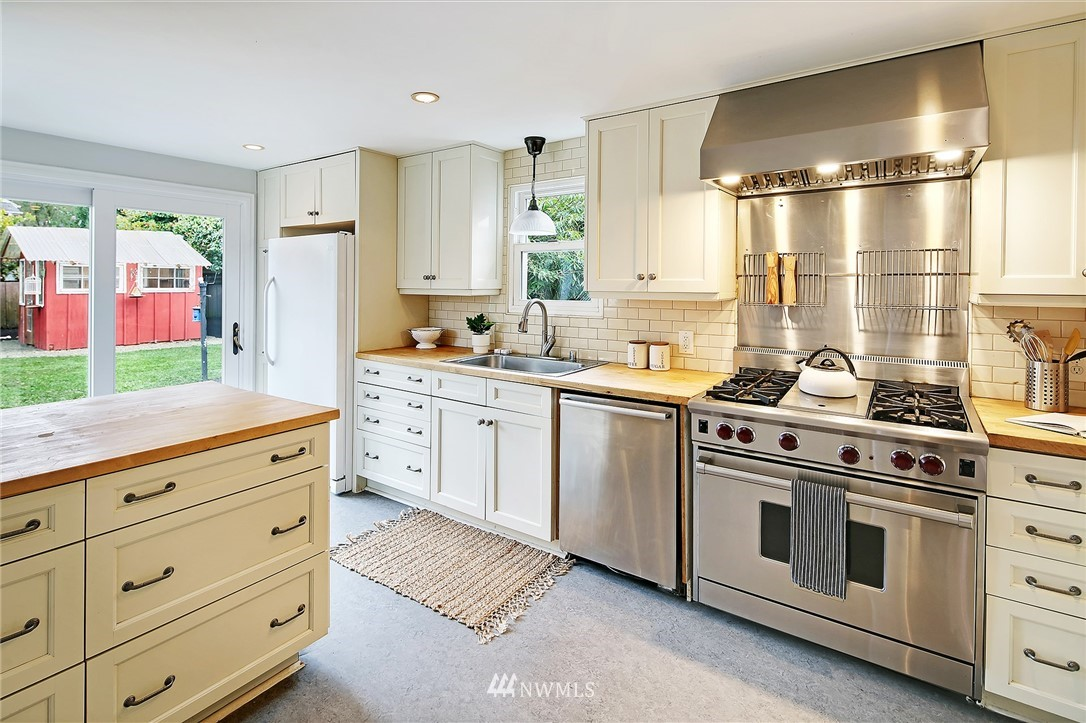 Sold Property   6736 10th Avenue NW Seattle, WA 98117 7