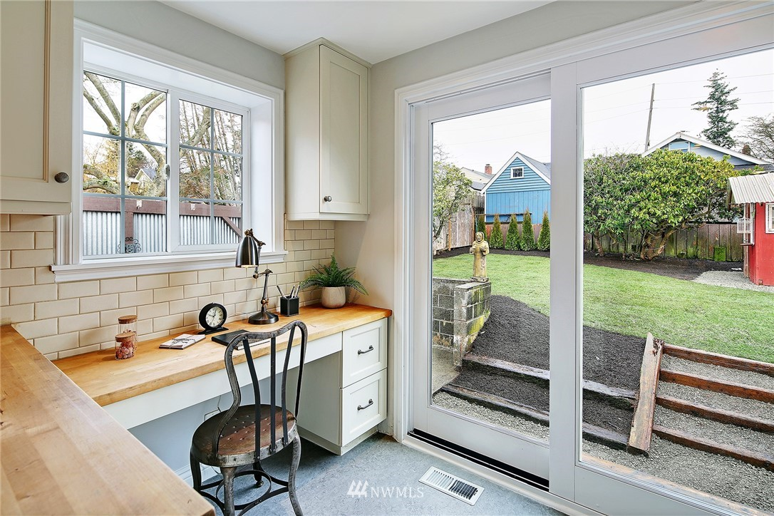 Sold Property   6736 10th Avenue NW Seattle, WA 98117 11