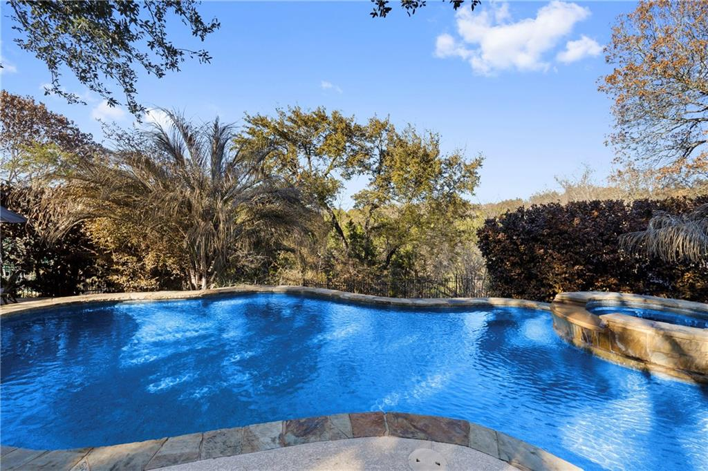 Closed | 13700 Country Lake Drive Austin, TX 78732 37