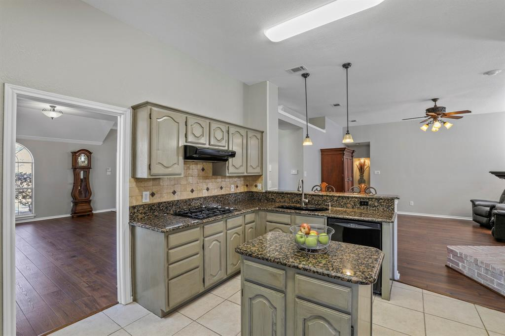 Sold Property | 7612 Chestnut Drive North Richland Hills, Texas 76182 10
