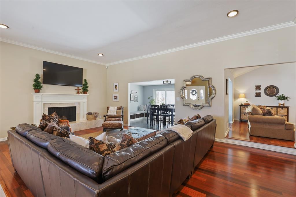 Sold Property | 9458 Whitehurst Drive Dallas, Texas 75243 4