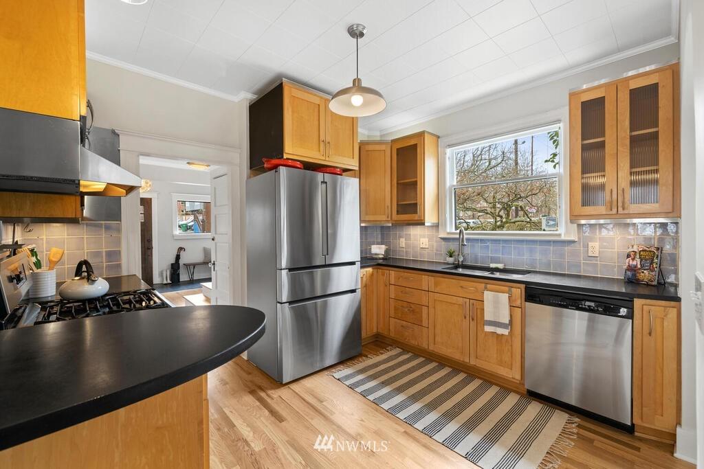 Sold Property | 1714 E Thomas Street Seattle, WA 98112 13