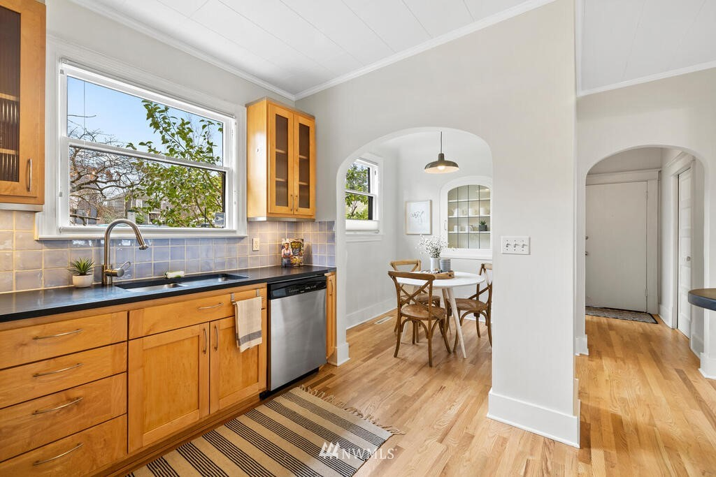 Sold Property | 1714 E Thomas Street Seattle, WA 98112 15