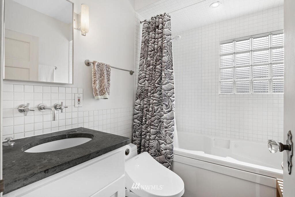 Sold Property | 1714 E Thomas Street Seattle, WA 98112 16